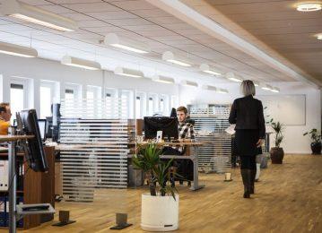 Mobiliario básico en una oficina para PYMES